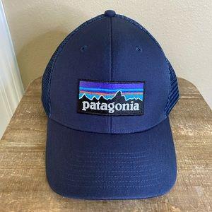 Like new! Patagonia P-6 Logo Trucker SnapBack Hat